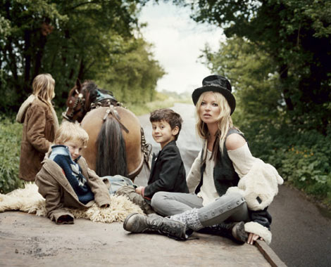 kate-moss-the-gypsies-v-61-carriage