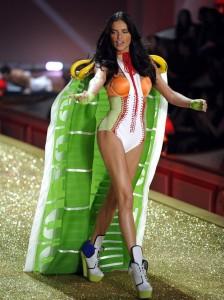 adriana-lima-victorias-secret-fashion-show-2010-1