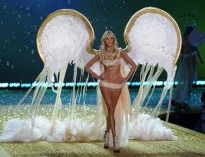 anja-rubik-victorias-secret-fashion-show-2010