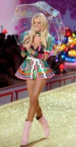 jessica-stam-victorias-secret-fashion-show-2010-pink