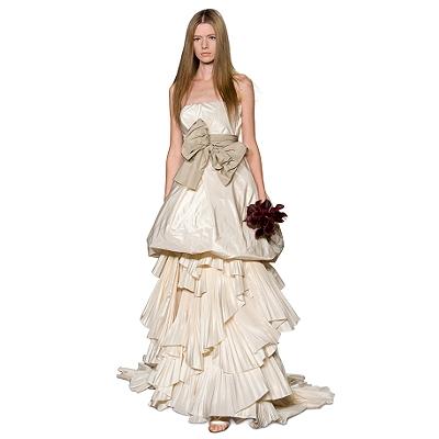 Платье футляр с длинным рукавом красные легинсы.