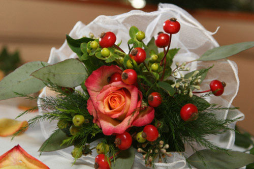 red-bridal-bouquet-pictures-4