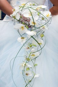 white-bridal-bouquet-pictures-3