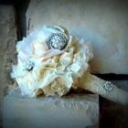 Buchete regale: dantela si trandafiri
