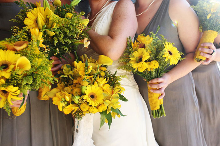 yellow-sunflower-bouquets-gray-bridesmaids-dresses